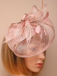 Fascinator / Olivia - Nude Large looped sinamy hatinator.