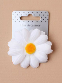 Clip / White fabric daisy on a forked clip.